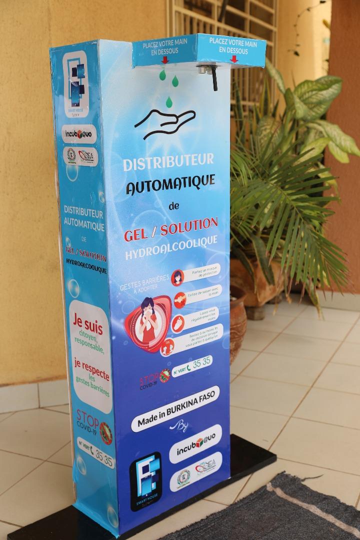 Innovation : l'Incubateur digital -Incub@uo- de l'UFR/SEA met en place un distributeur géant automatique de gel et de solution hydro-alcoolique