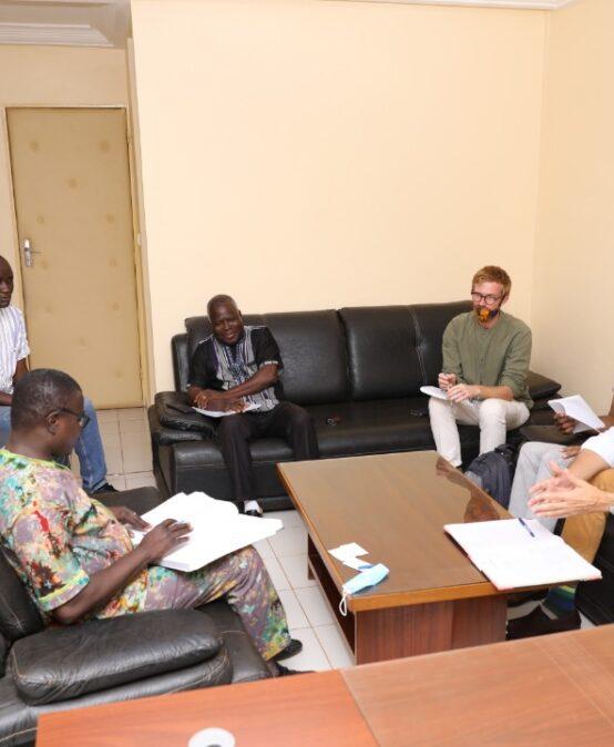 SUSTLIVES : un projet mis en œuvre par la filière AGRINOVIA (UJKZ) et ses partenaires au Burkina et au Niger d'un coût global de 6 000 000 d'Euros.